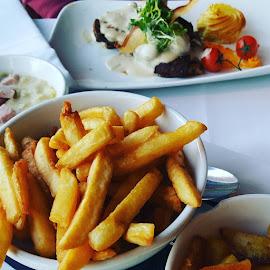 Chateau Briand voor Frank.. met frietjes natuurlijk by Pauli Langbein Koenders - Food & Drink Plated Food