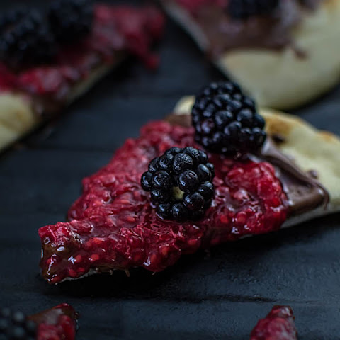 NAAN PIZZA WITH BERRIES