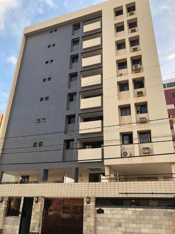 Apartamento na Principal de Intermares