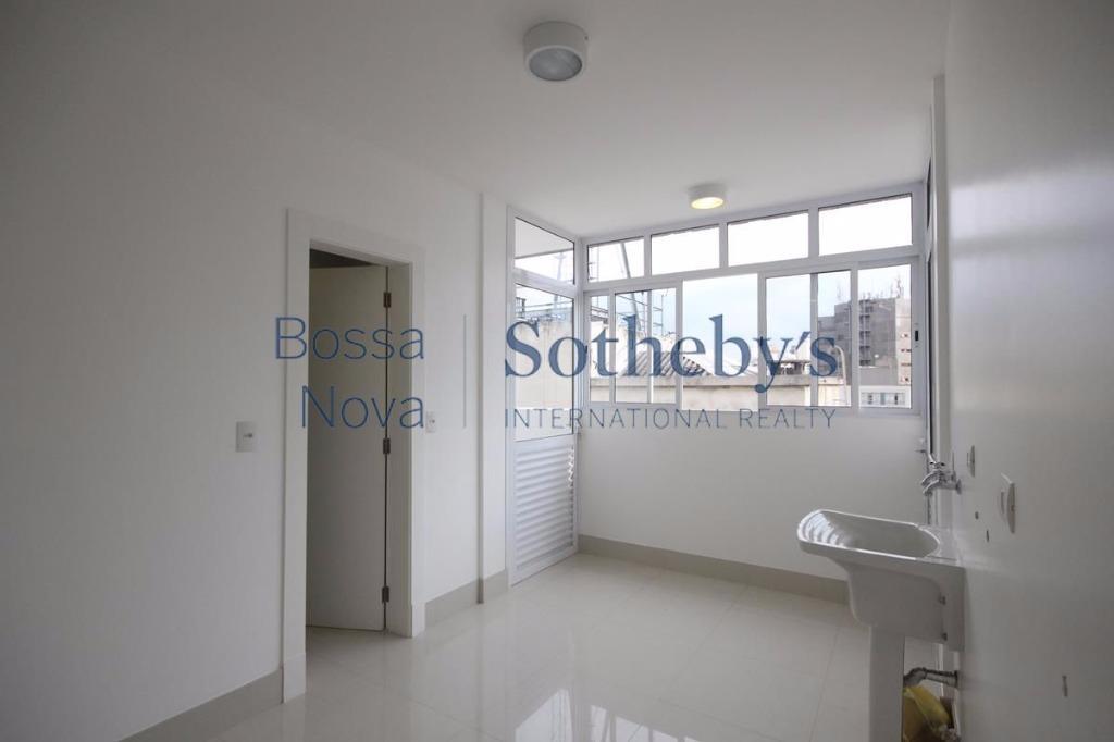 Cobertura Penthouse totalmente reformada e com ótima localização.