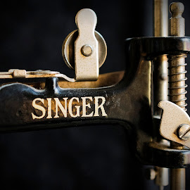 Toy Singer by LINDA HALLAUER - Artistic Objects Toys