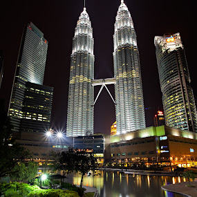 The Beautiness of Twin Tower by Stuart Rango - City,  Street & Park  Skylines ( klcc, stuart, lumpur, petronas, rango, kuala )