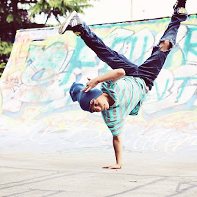 dancer by Monica Franco-Pineda - Babies & Children Child Portraits ( cool, breakdance, dance, skatepark )
