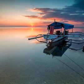 Silent Sunset by Iccang Ninol - Landscapes Sunsets & Sunrises ( sunset, beach, boat, landscape, selayar )