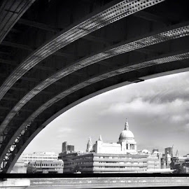 St Pauls from Blackfriars by Garry Warren - Buildings & Architecture Places of Worship