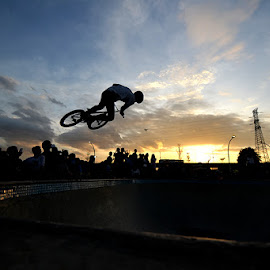 Jump by Ignatius Winarto - Sports & Fitness Cycling ( sunsets, sunset, silhouette, sports, silhouettes, sport, jakarta, photoshoot, photography, bicycle )