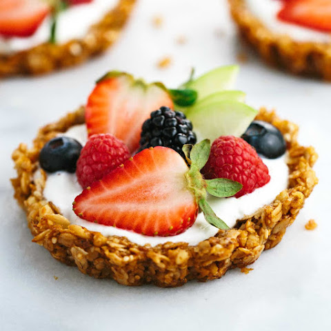 Fresh Fruit Tart with Yogurt and Granola Crust