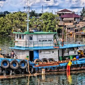 repair by Daenk Andi - Transportation Boats ( sungai, orang, tradisional, hdr, kapal, alam, awan )