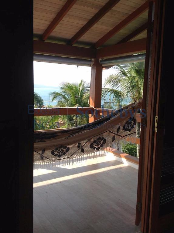 Maravilhosa casa em Ilha Bela, vista para o mar, perto de tudo
