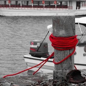 Red tied by CRISTINA  CASTRO - Transportation Boats ( red, speed boat, rope, boat )