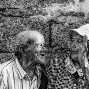 Stollen kiss by Pedro Ribeiro - Black & White Portraits & People ( kiss, black and white, retrato, beijo, portrait )