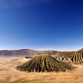 tengger blue sky by Hirza Kini - Landscapes Mountains & Hills ( indonesia, probolinggo, bromo )