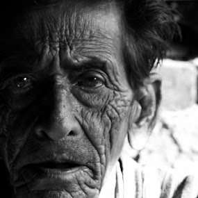Vacant look... by Avijit Basak - People Portraits of Men ( face, old, shadow, people, crease )