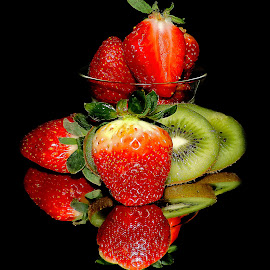 strawberry and kiwi by LADOCKi Elvira - Food & Drink Fruits & Vegetables ( fruits )