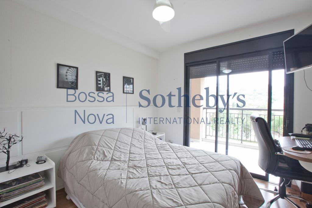 Apartamento espaçoso, pronto para morar com varanda convidativa voltada para o condomínio
