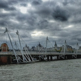 Hungerford Bridge by Meeta Thakur - Instagram & Mobile Android ( london, bridge, construction, attraction )