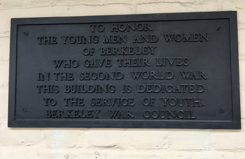 TO HONOR  THE YOUNG MEN AND WOMEN  WHO GAVE THEIR LIVES  IN THE SECOND WORD WAR  THIS BUILDING IS DEDICATED  TO THE SERVICE OF YOUTH BERKELEY WAR COUNCIL Submitted by @jqmcd