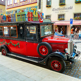 Rottenburg Germany Käthe Wohlfahrt Truck by Norma Brandsberg - Public Holidays Christmas ( photograph, family friendly, store, best place to visit, truck, www.elegantfinephotography.com, christmas, old town, kathe wohlfahrt, photo, norma brandsberg, photography, historic, charming, vacation, rottenburg germany, village, photo tour, christmas tree, town, christmas ornaments, famous christmas store, trip report, Christmas, card, Santa, Santa Claus, holiday, holidays, season, Advent )