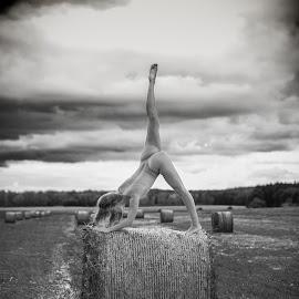 artistic nude on haystack by Reto Heiz - Nudes & Boudoir Artistic Nude ( sexy, nude, outdoor, nudeart, artistic, dramatic, haystack )