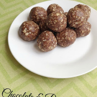 Chocolate and Peanut Butter Energy Balls With Flaxseed
