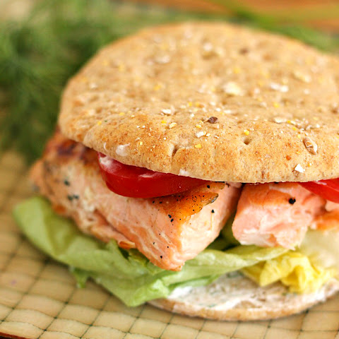 Salmon Sandwich with Spicy Dill Yogurt Sauce (AKA Salmoniches)