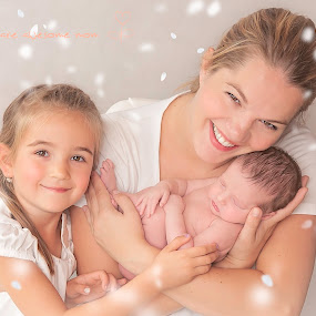 girls by Danuta Czapka - Typography Captioned Photos ( newborn photography, family, newborn shoot, baby girl, newborn )
