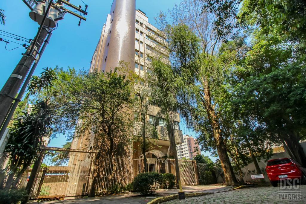 Apartamento a venda com 3 dormitórios, sendo 1 suíte e 3 vagas, no bairro Auxiliadora em Porto Alegre .