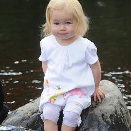 Having a paddle by Stephen Crawford - Babies & Children Children Candids ( riverside, summer, fun, rocks, annbank, river, passle, emily,  )