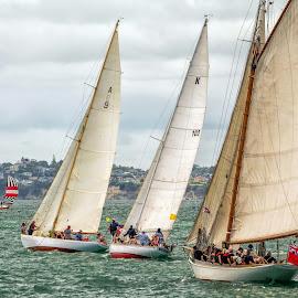 by Graeme Hunter - Transportation Boats
