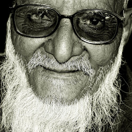 Shahid Miyan by Prasanta Das - People Portraits of Men ( black and white, old man, portrait )