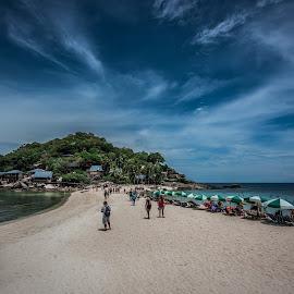 Koh Nang Yuan beach by Terje Jorgensen - Landscapes Travel