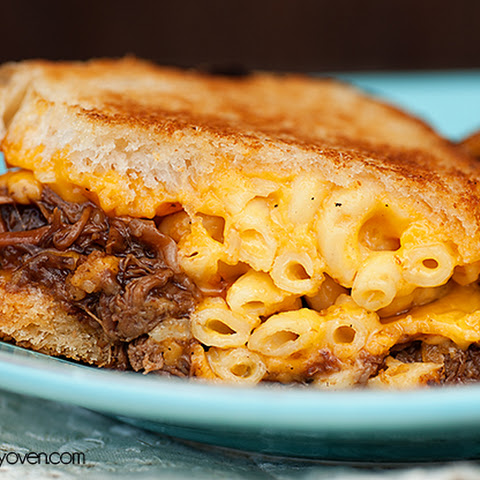 Barbecue Mac Grilled Cheese Sandwiches