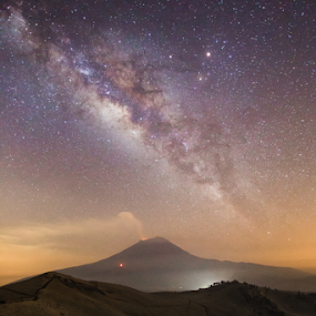 Smoking volcano under the Milky Way by Cristobal Garciaferro Rubio - Landscapes Mountains & Hills ( mexico, stars, popocatepetl, starscape, milky way )