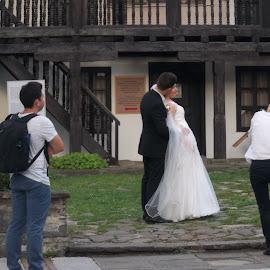 Миг by Georgi Kolev - Wedding Bride & Groom ( треви., сграда., ден., светлина., хора. )