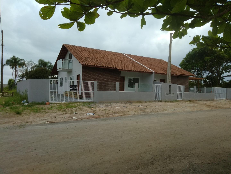 casa nova geminada na quadra do mar