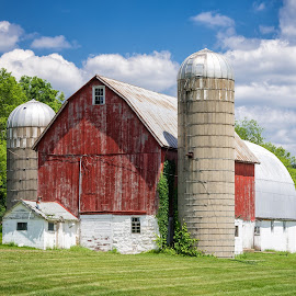 Wisconsin Barn by Chris Bartell - Buildings & Architecture Other Exteriors ( farm, wisconsin, red, barn, landscape )