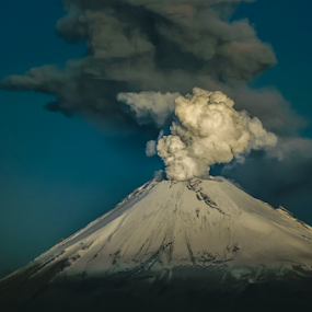 Ash and Steam Eruption by Cristobal Garciaferro Rubio - Landscapes Mountains & Hills ( ash, popo, popocatepetl, steam eruption )