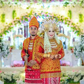by Mas Sutris - Wedding Bride & Groom ( #wedding #culture #potrait #couple #bride )
