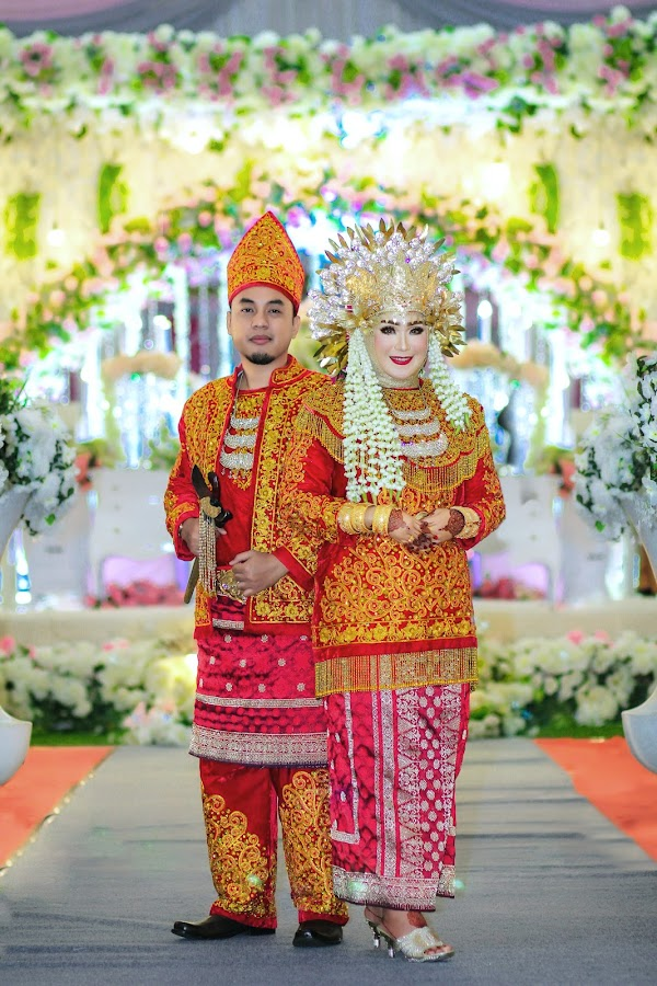 by Mas Sutris - Wedding Bride & Groom ( #wedding #culture #potrait #couple #bride )