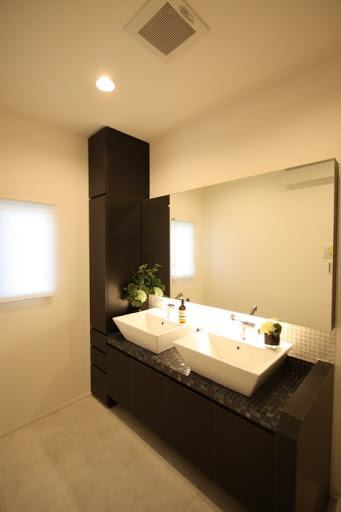 2階:ダブルボールの広々とした洗面スペース。