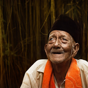 Mr. Sapirin  by Aditya Nugraha - People Portraits of Men ( old man, people, potraits )