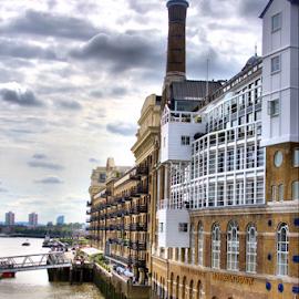 Horsefly down by Cornel Robinson - City,  Street & Park  Vistas ( building, sky, london, thames, windows )