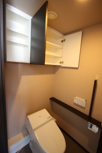 しっかりと収納力のあるトイレ