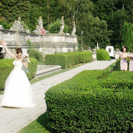 by Oana Maria - Wedding Bride & Groom