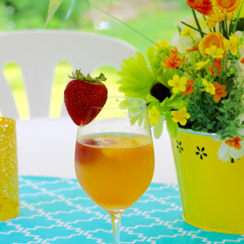 Peachy White Wine Sangria