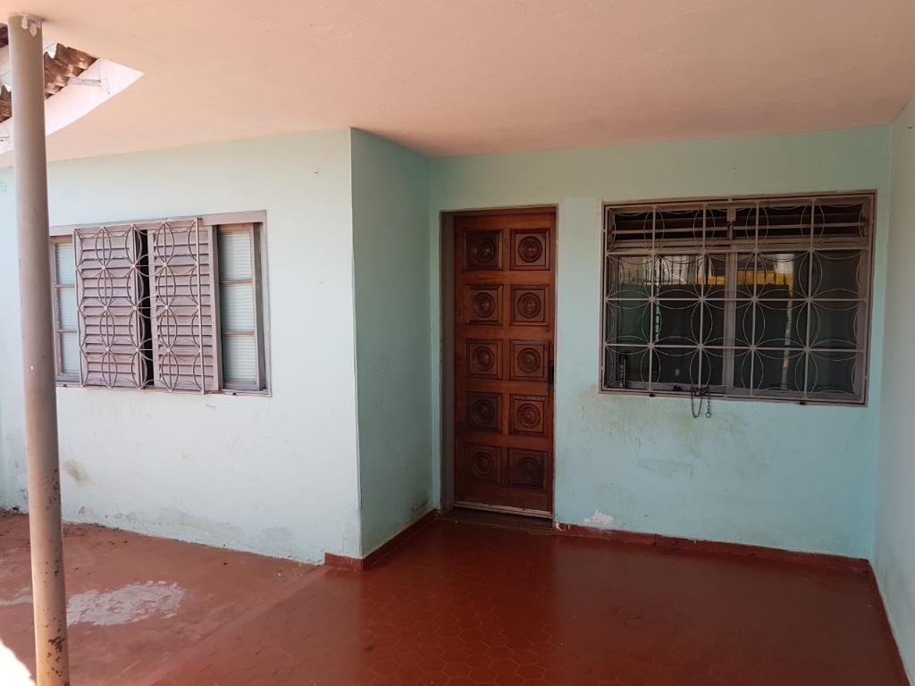 Casa com quartos para Alugar, 90 m²