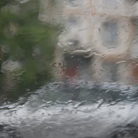 Дождь,на всём белом свете... by Oleg M Kulishov - Abstract Water Drops & Splashes ( улица, город, abstract, дождь )