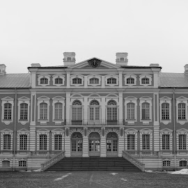 Rundale Palace III B&W by Atis Kalniņš - Buildings & Architecture Public & Historical ( old palace, historical palace, rundale palace, old building, palace, historical building )