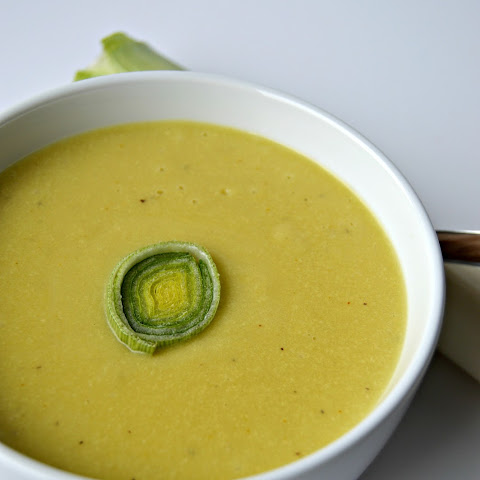 Vegan Cheesy Potato and Leek Soup