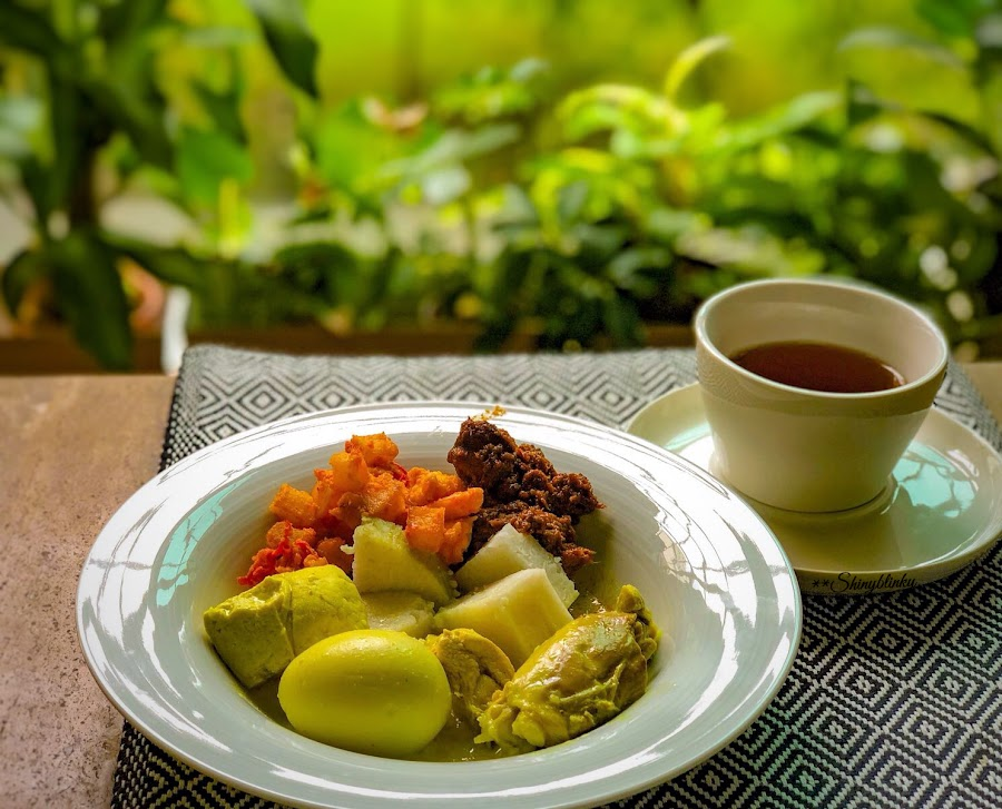 Yellow lunch by Rayna Brilliantsyah - Food & Drink Plated Food ( #taste#indonesianfood#tradition#celebrate#lunch#food#rendangbeef )